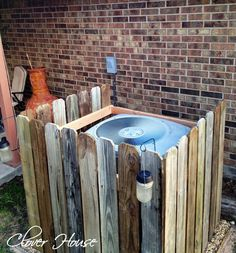 "Up cycled pallet ""Picket fence"" ac unit cover. Ac Unit Cover, Ac Cover, Backyard Projects, Outdoor Projects, Home Projects, Pallet Projects, Home Renovation, Hide Ac Units, Diy Ac"