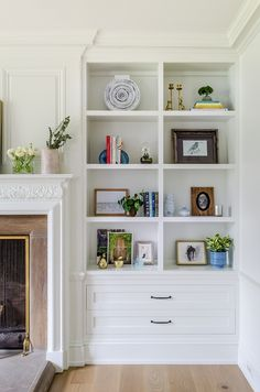 Flanking the fireplace, the built-in bookcases feature beautiful decor see sourc. - Flanking the fireplace, the built-in bookcases feature beautiful decor see sources on Home Bunch - Built In Shelves Living Room, Bookshelves In Living Room, Decorating Bookshelves, Fireplace Bookshelves, Fireplace Built Ins, Bookshelves Built In, Living Room With Fireplace, Bookshelf Styling, Living Room Drawers