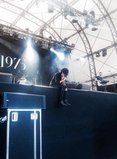 matt healy; the 1975.. He looks so sad singing this, I can almost feel the song without hearing it