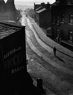 Wolfgang Suschitzky - Sunday Morning, Oldham, 1946 From I am a lucky man