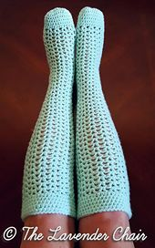 Crochet knee socks - This pattern is available for FREE on my website #SocksCrochetPatterns