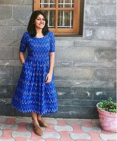 Pattern that makes you look and make life more comfortable Kalamkari Dresses, Ikkat Dresses, Churidar Designs, Kurta Designs Women, Frock Fashion, Fashion Dresses, Fasion, Frock Patterns, Pattern Dress