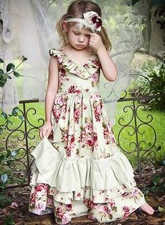 Vintage Rose Country Chic Holiday Frock<br>Perfect Shabby Chic Christmas Months to 16 Years Flower Girls, Flower Girl Dresses, Little Girl Outfits, Little Girl Fashion, Fashion Kids, Vintage Rosen, Outfits Niños, Diy Kleidung, Shabby Chic Christmas