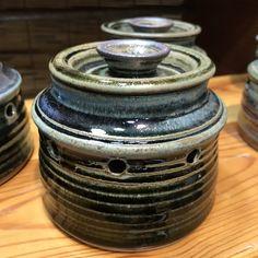 This ceramic pot elongates the life of your garlic. Hand made by Wayne Lambert. Holiday Market, Specialty Foods, Gift Guide, Garlic, Kitchens, Rings For Men, Ceramics, Marketing, Handmade