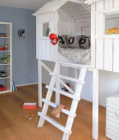 1000 ideas about pallet loft bed on pinterest lofted beds pallet bunk beds and loft - Bed voor kleine jongen ...