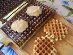 Cand am cumparat formele pentru nuci umplute  am cumparat si forme pentru faguri (eu cu numele de galete le-am cunoscut cand eram mica). ... Waffles, Dessert Recipes, Cooking Recipes, Vegetarian, Sweets, Chicken, Breakfast, Romania, Food