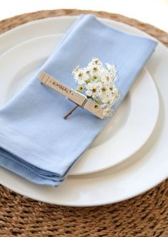 Clothespin as place setting boxwood clippings_clothes pegs placesetting Source by ThNeu table clothes ideas Wedding Place Settings, Wedding Place Cards, Wedding Table, Clothes Pegs, Table Clothes, Napkin Folding, Wedding Places, Deco Table, Decoration Table