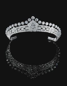 PROPERTY FROM THE ESTATE OF MARY, DUCHESS OF ROXBURGHE Diamond tiara, Cartier, 1930s