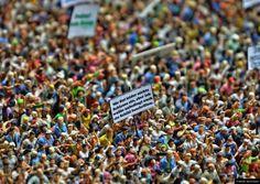 © Blende, Bernd Krekel, Detail zum Schmunzeln | #Miniaturfotografie #Demonstration #miniaturephotography