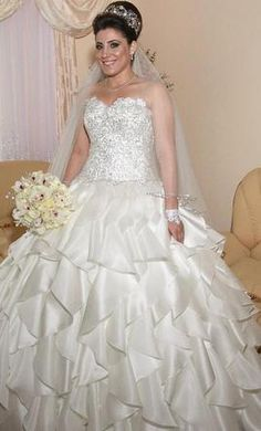 Pnina Tornai 16: buy this dress for a fraction of the salon price on PreOwnedWeddingDresses.com