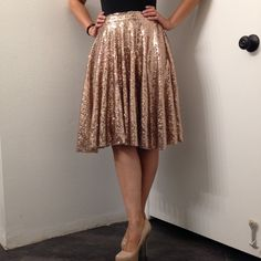 "Rose Gold Sequin Skirt This gorgeous handmade rose gold sequin full midi skirt. This gorgeous skirt is absolutely divine, a true gem for your closet! It has a side zipper and is fully lined with a skin toned attached slip. Measures: 30"" waist and 23"" length Mimi Cariño Skirts Midi"