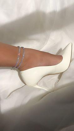 Dr Shoes, Hype Shoes, Me Too Shoes, Shoes Heels, Talons Louis Vuitton, Aesthetic Shoes, Fancy Shoes, Cute Heels, Fashion Heels
