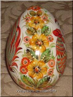 Ukrainian Petrykivka Egg Pysanka - side of rooster egg Ukrainian Easter Eggs, Ukrainian Art, Happy Easter Wishes, Egg Shell Art, Painted Rocks, Hand Painted, Bunny Painting, Carved Eggs, Rock Decor