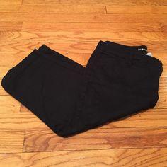 St. John's Bay Black capris Size 8 capris. Zipper and button front closure. Flat front. 2 front pockets. 2 back pockets. Waist measure 34 inches. 27 inch leg length. St. John's Bay Pants Capris