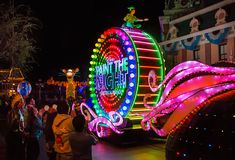 Disneyland Resort Viewing Tips: 'Paint the Night' Parade and 'Disneyland Forever' Fireworks