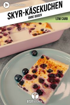 Skyr cheesecake - Low carb bottomless cheesecake with fruity blueberries. Keto Foods, Ketogenic Recipes, Keto Snacks, Low Carb Recipes, Diet Recipes, Dessert Ww, Dessert Recipes, Clean Eating Recipes, Clean Eating Snacks