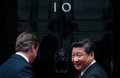 """【走向妥协的欧洲】欧洲两大经济体德国和英国正在为赢得中国欢心而竞争。它们避谈人权、国家安全等敏感话题,为获得贸易和投资机会采取""""沉默外交"""",避免公开批评中国。http://nyti.ms/1NqzKqF"""
