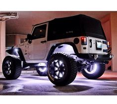 2 DOOR JEEP SOFT TOP WITH LIGHTS FOR THE WHEELS