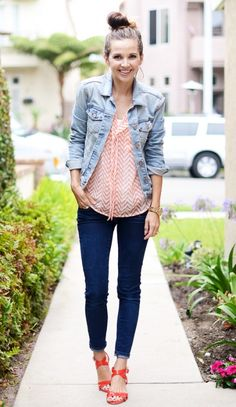 Mom Friendly Trends: I love the colorful patterned blouse with the light chambray and dark skinnies!