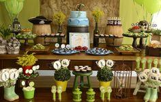 Tons variados de verde compuseram a decoração de Cyntia Stelmach, da Party to Be. Os docinhos foram o ponto forte, deixando a mesa bonita e deliciosa. Confira as ideias!