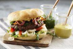 Hvem hadde trodd at karri gjorde seg på burgeren? King Size burger med guacamole og karrimajones