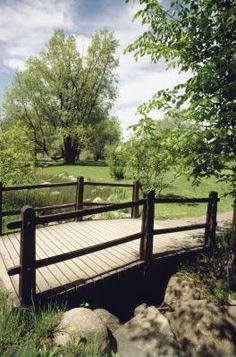 How To Build A Wooden Footbridge