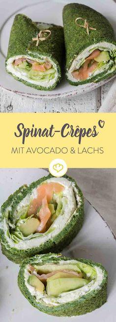 Randvoll mit Nährstoffen und so lecker: Spinat-Crêpes mit Salat, Gurken, Avocado und Lachs. Diese Kombination ist frisch und geschmacklich ein Hit!