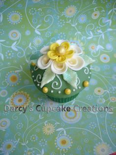 Lindy Smith inspired spring flower by Darcy's Cupcake Creations, via Flickr