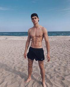 Rafael Miller, Motivation Regime, Cute White Guys, Teen Girl Poses, Young Cute Boys, Preppy Men, Barefoot Men, Photography Poses For Men, Male Poses