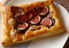 Beautiful tarts to savour made with biltong, gorgonzola and figs. Fig Pizza, Biltong, Dried Figs, South African Recipes, Easy Snacks, Pizza Recipes, Tasty Dishes, Bakery, Good Food