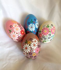Items similar to 4 hand decorated painted Easter eggs, tradition on Etsy - 4 hand painted Easter eggs. Color real goose eggs, paint colors and decorated with wax. Easter Egg Designs, Easter Ideas, Ukrainian Easter Eggs, Easter Egg Crafts, Diy Ostern, Coloring Easter Eggs, Egg Decorating, Decorating Easter Eggs, Easter Celebration