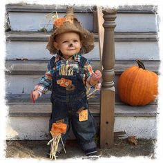 Please put size and head measurements in order notes! Thank you! or This is a super adorable customizable childs scarecrow costume. The pictures show examples of costumes made for both boys and girls. Included will be a plaid s Diy Scarecrow Costume, Halloween Costumes Scarecrow, Halloween Kostüm, Vintage Halloween, Halloween Makeup, Halloween Costume For 1 Year Old, Lumberjack Costume, Halloween Couples, Group Halloween