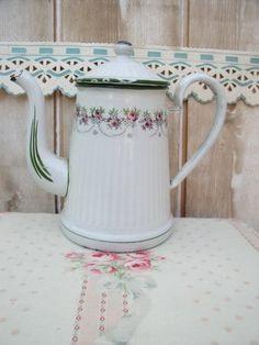 Ancienne cafetière émaillée de la marque Japy 1958
