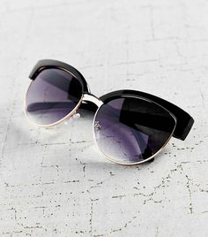 Urban Outfitters Flawless Catmaster Sunglasses in Black
