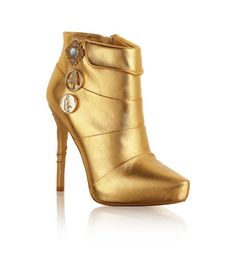ANNA DELLO RUSSO. Ankle boots in gold-coloured leather with decorative metal charms and a zip at the side. The heel features two decorative snakes. Gold-coloured leather soles.
