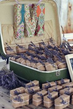 lavendar wedding favors