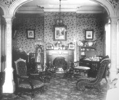 Victorian parlor room: Columns with cutouts Victorian House Interiors, Victorian Rooms, Victorian Parlor, Victorian Life, Victorian Furniture, Victorian Decor, Folk Victorian, Victorian Houses, Parlor Room