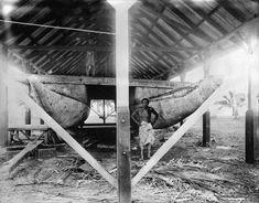 Va'a tele or 'alia at Mulinu'u, Samoa, circa Photographer possibly Louis John Daroux. Samoan Men, Samoan People, Maori Words, Canoe Club, Outrigger Canoe, True Homes, Painting Of Girl, Island Life, Historical Photos