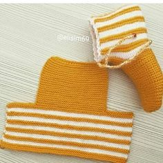 Este posibil ca imaginea să conţină: dungi Knit Slippers Free Pattern, Baby Booties Knitting Pattern, Crochet Slipper Pattern, Knitting Stiches, Loom Knitting Patterns, Knitted Slippers, Knitting Socks, Baby Knitting, Crochet Patterns