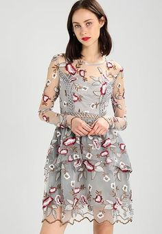 Die 11 Besten Ideen Zu Kleid Mit Blumen Stickerei Auf Tull Bzw Mesh Tull Blumen Stickerei Kleider
