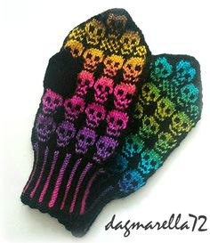 skull gloves Crochet Skull, Crochet Socks, Crochet Gloves, Knit Crochet, Mittens Pattern, Knit Mittens, Knitting Socks, Knitted Hats, Knitting Patterns