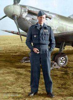 Doug (@colour_history) / Twitter Ww2 Aircraft, Fighter Aircraft, Military Aircraft, Pilot Uniform, British Army Uniform, Air Force Uniforms, Aviation Theme, Aviation Art, Photo Avion