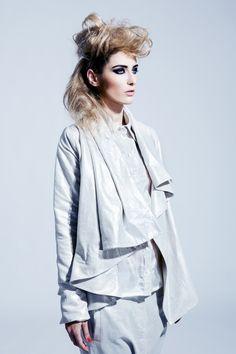Kabátek s přepínacím límcem. Blazers, Ruffle Blouse, Coats, Women, Fashion, Moda, Wraps, Fashion Styles, Blazer