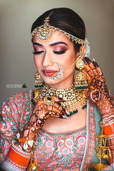 Best wedding accessories for brides and grooms that you can wear on your wedding. Star yourself and your wedding with these pleasing wedding accessories. Bridal Makeup Looks, Indian Bridal Makeup, Asian Bridal, Bride Makeup, Wedding Makeup, Hair Wedding, Wedding Stuff, Wedding Dress, Indian Wedding Poses
