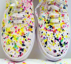 Fun ways to decorate your sneakers - Schuhe Vans Customisées, Vans Shoes, Shoes Heels, Painted Sneakers, Hand Painted Shoes, Painted Vans, Sharpie Shoes, How To Dye Shoes, Diy Mode