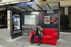 Ikéa installe ses canapés dans les abribus parisiens #IKEA #design #paris #deco