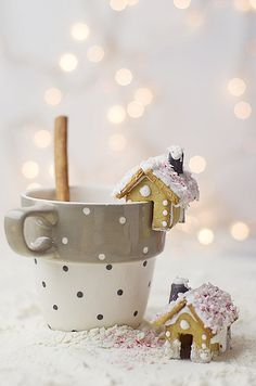 Cookie houses to hang on the side of your coffee cup - darling!  NO RECIPE -- just for the idea -- you'll have to improvise.