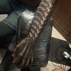 These are amazing tattoos that blow you away. These aren't little pieces of flash, these are show-stopping tattoos that will make your jaw drop and wonder what great heights tattoo art can reach. Arm Tattoo, Hand Tattoos, Biomech Tattoo, Biomechanical Tattoo, Neue Tattoos, Skull Tattoos, Black Tattoos, Body Art Tattoos, Cool Tattoos