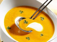 Sahnige Kürbissuppe mit Kokos- eine unschlagbare Kombination.