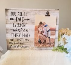 31 Sentimental Birthday Gifts For Dad from Daughter! Fathers can be really difficult to shop for But the perfect birthday gifts for dads from daughters are actually a lot closer than you may think! Sentimental Gifts For Mom, Diy Gifts For Dad, Diy Father's Day Gifts, Father's Day Diy, Daddy Gifts, Diy Dad Gifts From Daughter, New Dad Gifts, Grandpa Gifts, Fathers Day Frames